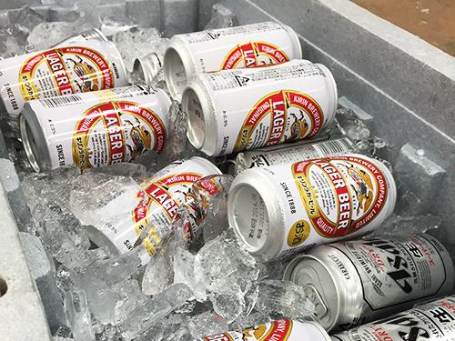 クーラーボックスのビール