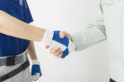 パートナー同士の握手