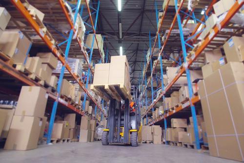 倉庫のリフト作業